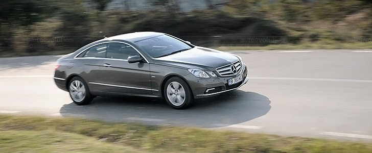 MERCEDES-BENZ E 350 CDI Coupe - In the city