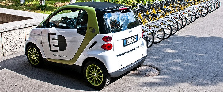 smart fortwo electric drive review page 2 autoevolution. Black Bedroom Furniture Sets. Home Design Ideas