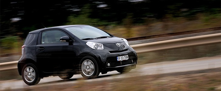 TOYOTA iQ  - In the city