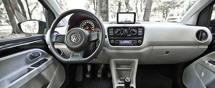 VOLKSWAGEN UP! - Page - 3